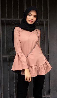 Fajar Rudin's media content and analytics Hijab Teen, Arab Girls Hijab, Girl Hijab, Muslim Girls, Iranian Women Fashion, Muslim Fashion, Hijab Fashion, Fashion Outfits, Women's Fashion