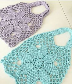 Best 10 Tuto crochet: pretty mesh bags for shopping, easy to make, with its free grid Tuto crochet: pretty mesh bags for – SkillOfKing. Crochet Handbags, Crochet Purses, Love Crochet, Crochet Baby, Crochet Designs, Crochet Patterns, Hand Knit Bag, Baby Hut, Granny Square Bag