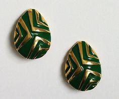 Boucles d'oreilles vertes et or  à clip années 80 de la boutique AuxBellesFrusques sur Etsy