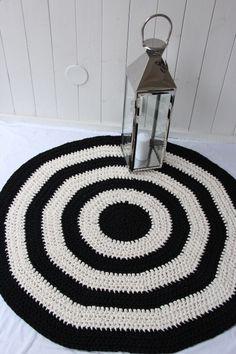 Virkattu 120cm matto (ontelokude musta/luonnonvalkoinen)