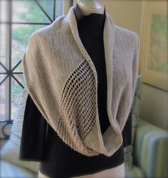 Jeweled Cowl designed by Sachiko Uemura, free pattern on Ravelry (link to pattern on this page).
