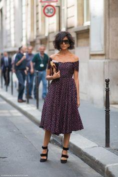 #EzgiKiramer working off the shoulder to perfection. Paris.