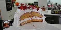 Κέικ γιαουρτιού με φράουλες Cake, Desserts, Food, Tailgate Desserts, Deserts, Food Cakes, Eten, Cakes, Postres