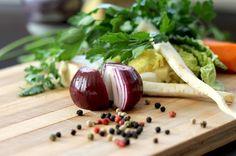 Herbst und Winter sind Eintopfzeit! Mit diesem histaminarmen vegetarischen Hirsetopf wird einem nicht nur warm ums Herz, sondern auch wohl im Bauch.