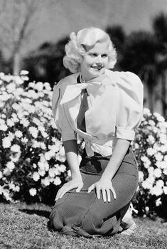 Dedicated to the original blonde bombshell Jean Harlow. Old Hollywood Glamour, Golden Age Of Hollywood, Vintage Hollywood, Classic Hollywood, Hollywood Stars, Hollywood Gowns, Jean Harlow, Classic Movie Stars, Classic Movies
