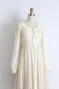 vintage Gunne Sax dress // peasant by TrunkofDresses Vintage Style Outfits, Vintage Dresses, Vintage Fashion, Pretty Outfits, Pretty Dresses, Modest Fashion, Fashion Outfits, Gunne Sax, Period Outfit