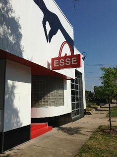 Little Rock! ESSE Purse Museum makes a striking statement inside and out.