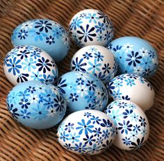 Blue and white easter eggs from Slovakia / Modro-bílé slovenské kraslice Egg Crafts, Easter Crafts, Diy And Crafts, Easter Tree, Easter Eggs, Easter Egg Designs, Egg Art, Egg Decorating, Art For Kids
