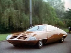 Commander Straker's gull-wing turbine car from Gerry Anderson's UFO. Futuristic Motorcycle, Futuristic Cars, Sci Fi Tv Shows, Old Tv Shows, Classic Sci Fi, Classic Cars, Ford Zephyr, Ufo Tv Series, Vintage Tv
