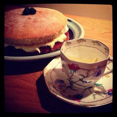 Downton Abbey: Mama and I await #Downton with Victoria sponge and G&T.  Ahhh #DowntonNight :)