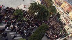 JE SUIS CHARLIE . Les chiffres de participation qui commencent à tomber pour les défilés de samedi sont très impressionants: 22.000 manifestants à Orléans, 35.000 à Pau (du «jamais vu»), 23.000 à Nice, 80.000 à Toulouse ( un cortège «sans précédent»), 30.000 à Nantes, 6.000 à Caen, 3.500 à Lannion, 4.000 à Bourges, 5.000 à Saint-Nazaire.