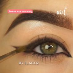 Upgrade your winged liner by making it into a smokey one, it is so pretty! By: videos ojos Smokey Winged Eyeliner Tutorial Eye Makeup Blue, Soft Eye Makeup, Makeup Eye Looks, Beautiful Eye Makeup, Eyebrow Makeup, Skin Makeup, Eyeshadow Makeup, Prom Makeup, Wedding Makeup