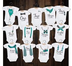 Monthly Bodysuits/Month By Month Rompers/Baby Boy Milestone Set/Watch Me Grow/Infant Monthly Shirt/Grow With Me Bodysuit/Baby Shower Gift Baby Boy Romper, Boy Onesie, Baby Bodysuit, Idee Cadeau Baby Shower, Baby Boys, Baby Monat Für Monat, Newborn Schedule, Baby Shirts, Baby Crafts