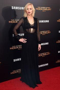 Jennifer Lawrence Schiaparelli http://www.vogue.fr/mode/inspirations/diaporama/les-looks-de-la-semaine-novembre-2015/23782#les-looks-de-la-semaine-novembre-2015-20