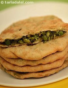 Khamiri green peas puri is a rajasthani snack and a rather rich choice for that, since these puris have a scrumptious, semi-spicy green peas stuffing and are deep-fried in ghee.