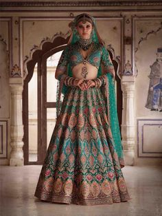 Find top trending and unique Sabyasachi Lehenga Designs for your dream bridal look. Best bridal lehenga designs by Sabyasachi for 2020 weddings. Sabyasachi Lehenga Bridal, Indian Bridal Lehenga, Red Lehenga, Anarkali, Lehenga Blouse, Sabyasachi Suits, Bridal Dupatta, Lehenga Wedding, Wedding Mandap
