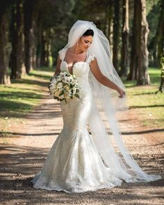 Wedding photo session with Cristina. Wedding Pics, Wedding Ceremony, Wedding Day, Wedding Dresses, Bride Flowers, H Style, Photo Sessions, Bouquet, Wedding Inspiration