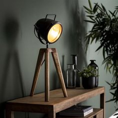 This table lamp has a single light source.  It is made of wood and metal and is finished in powder coated black. The cap of the lamp is adjustable. The combination of wood and metal gives this lamp a tough appearance. Industrial Style Bedroom, Industrial Floor Lamps, Retro Table Lamps, Table Bar, Cottage Living Rooms, Game Room Design, Home Office Setup, Room Design Bedroom, Led Lampe