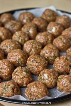 Spanac cu chiftele ~ bucatar maniac Musaka, Good Food, Yummy Food, Romanian Food, Cooking Recipes, Healthy Recipes, Diy Food, Casserole Recipes, Food To Make