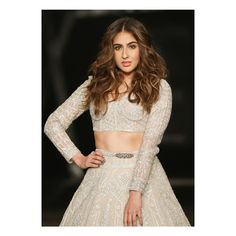 Photos: India Couture Week, July, Sara Ali Khan owns the ramp like a Goddess and the internet can't keep calm, in Falguni and Shane Peacock Lehenga. Photos Hd, Sara Ali Khan, Indian Couture, Beautiful Bollywood Actress, Beautiful Actresses, Couture Week, Bollywood Fashion, Bollywood Stars, Bollywood Dress