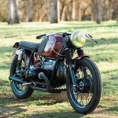 @kickstartgarage extremely beautiful BMW from last years show. Can't wait to see what they bring this year. COME SEE FOR YOURSELF FEB 13-14-15th #the1show @bmwmotorradusa @iconmotosports