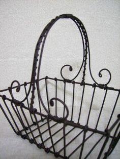 L'image de Produit d'ordre: fil vert + Barbed Wire Art, 3d Pen, Wire Mesh, Wire Baskets, Wire Crafts, Wire Work, Metal Jewelry, Metal Working, Weaving
