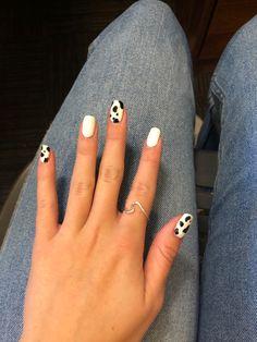 alternating cow print on nails Cute Acrylic Nail Designs, Simple Acrylic Nails, Best Acrylic Nails, Simple Nail Designs, Cow Nails, Aycrlic Nails, Coffin Nails, Matte Nails, Minimalist Nails