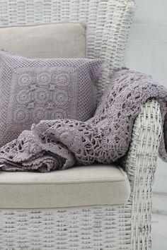 Purple throw pillows on grey chair and bed. Lavender Cottage, Rose Cottage, Cottage Style, Lavender Decor, Lavender Green, Cute Blankets, Purple Home, Purple Grey, Manta Crochet