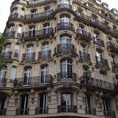 Paris building in Monteparnasse. One of my fav's.