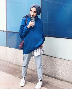 Sports Combined Hijab 2019 we have chosen the newest fashion clothes for you. Hijab Casual, Hijab Chic, Street Hijab Fashion, Muslim Fashion, Modest Fashion, 90s Fashion, Fashion Trends, Mode Outfits, Trendy Outfits