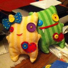 Sewing Projects Auntie Kristi needs to make Jack one of these out of fabric scraps! - Based on Revoluzzzionary Monster by Suse RevoluzZza Softies, Plushies, Felt Monster, Monster Toys, Monster High, Fabric Toys, Fabric Scraps, Diy Sewing Projects, Sewing Crafts