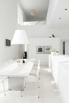 Cuisine minimaliste au design blanc immaculé