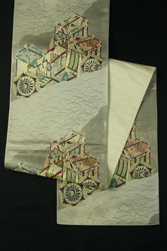 Gray fukuro obi / グレー地 裂取り芝草御所車文様 六通袋帯 #Kimono #Japan…