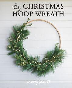 Easy DIY Hoop Christmas Wreath    @HobbyLobby #HobbyLobbyMade #HobbyLobbyHoliday #ad
