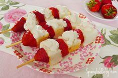 pastel de fresas en una receta palo