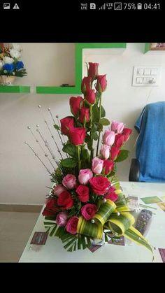 Tropical Flower Arrangements, Church Flower Arrangements, Rose Design, Floral Design, Outdoor Flowers, Ikebana, Flower Decorations, Simple Designs, Red Roses