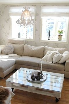 love the couch! Who would've thought a wooden pallet could be so chic?