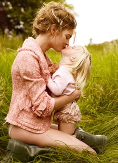 mother/daughter kiss :) <3