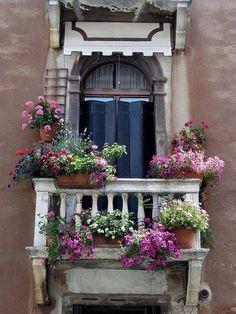 Finestra con balcone e fiori {window with balcony and flowers}, Italia