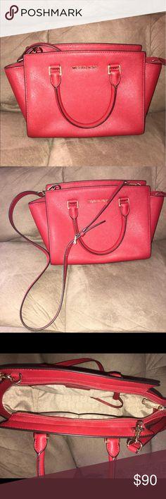 Michael Kors bag Excellent condition, shoulder bag, barely worn MICHAEL Michael Kors Bags Crossbody Bags