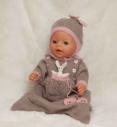 Babypose og lue - Viking of Norway Knitting Dolls Clothes, Doll Clothes, Reborn Dolls, Baby Dolls, Viking Baby, Baby Barn, Dolly Fashion, Baby Boy Knitting, How To Make Clothes
