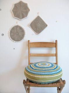 crochet, lovely round cushion