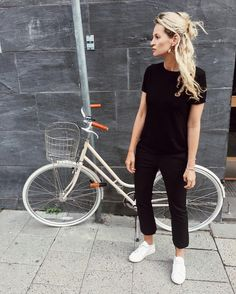 all black outfit casual - Outfits ta Mode Outfits, Casual Outfits, Fashion Outfits, All Black Outfit Casual, Black Sneakers Outfit, White Keds Outfit, Black Hat Outfit, Black Tshirt Outfit, Sneakers Fashion