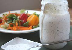 Vinaigrette Ranch maison / Note de Rachel : 8/10 - bon - trop liquide, ajouter le lait seulement à la fin pour avoir la consistance voulu