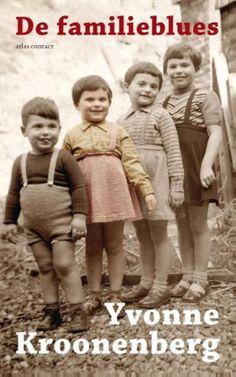 6/53 In dit vrolijke boek legt Yvonne Kroonenberg uit waarom broers liever niet op elkaar lijken en zussen juist wel. Waarom oma's elkaar niet aardig vinden en ooms flauwe grappen maken. Ze ziet hoe sommige schoondochters oppermachtig zijn, terwijl andere als voetveeg worden gebruikt. Na lezing van Familieblues begrijp je beter hoe je eigen familie in elkaar zit.