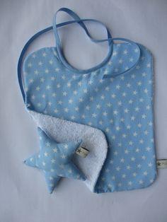 Petit cadeau naissance pour Martin - bavoir et étoile grelot - bleu