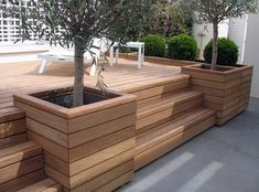 The garden facade balcony terrace etc He amp Lefbien You are in the right place about large balcony Here we offer you the most beautiful pictures about the b Backyard Patio, Backyard Landscaping, Patio Decks, Decking, Wooden Flower Boxes, Deck Planters, Deck Planter Boxes, Patio Grande, Plant Box