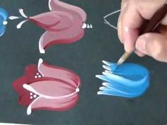 Video Aula BAUER - Vanessa Patricio - TULIPAS 2 ... Again, not in English, but the video gives quite a few neat ideas and techniques.