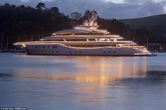 The Mega Yacht jetzt neu! ->. . . . . der Blog für den Gentleman.viele interessante Beiträge  - www.thegentlemanclub.de/blog