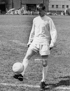 July Leeds United parade their record signing Allan Clarke bought from Leicester City for Leeds United Football, Leeds United Fc, The Damned United, Alan Clarke, Fulham Fc, Football Images, Train Pictures, Sport Man, Peacocks